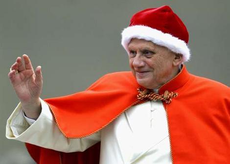 Paus Benedictus XVI met de camauro