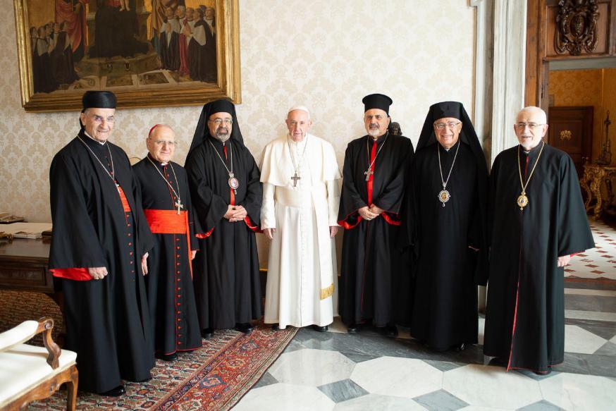 Paus Franciscus met de zes patriarchen van de Oosterse Kerken