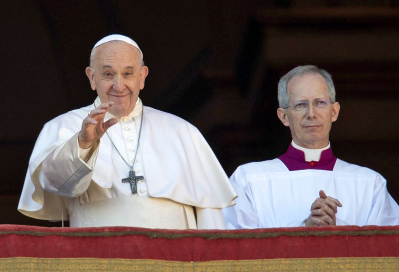 Paus Franciscus en zijn ceremoniemeester Guido Marini