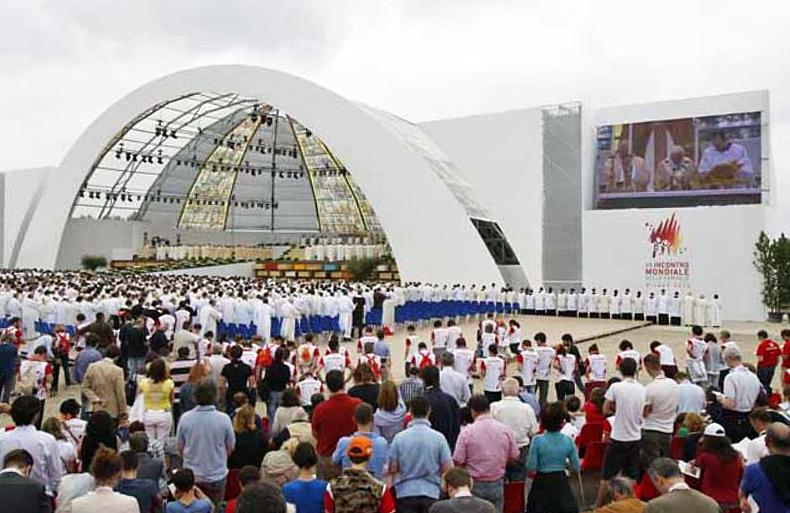 Pauselijke mis tijdens de Wereldgezinsontmoetingsdagen in 2012 in Milaan