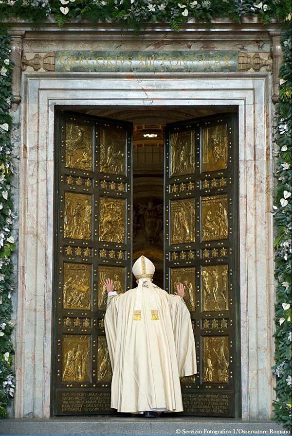 Paus Franciscus opent de Heilige Deur van de Sint-Pieter