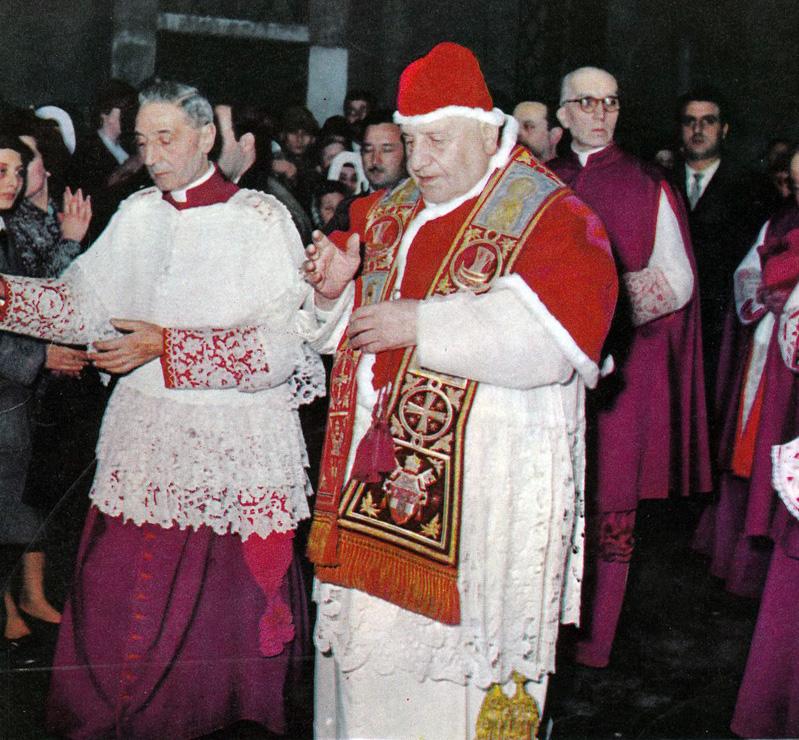 Paus Johannes XXIII met de camauro