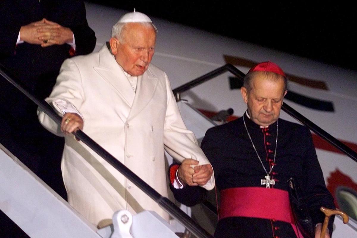 Paus Johannes Paulus II en zijn secretaris Stanislaw Dziwisz