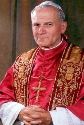 Paus Johannes Paulus II, gekleed in de pauselijke koorkledij