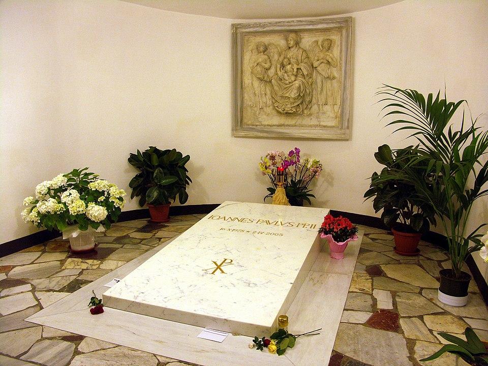 Het graf van paus Johannes Paulus II onder de Sint-Pietersbasiliek