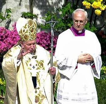 Paus Johannes Paulus II en zijn ceremoniemeester Piero Marini
