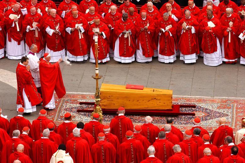 De uitvaartmis voor paus Johannes Paulus II