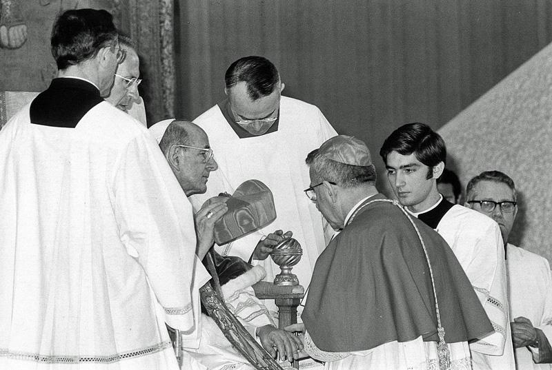 Paus Paulus VI creëert Albino Luciani tot kardinaal