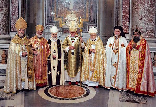 Paus Benedictus XVI met enkele patriarchen en grootaartsbisschoppen