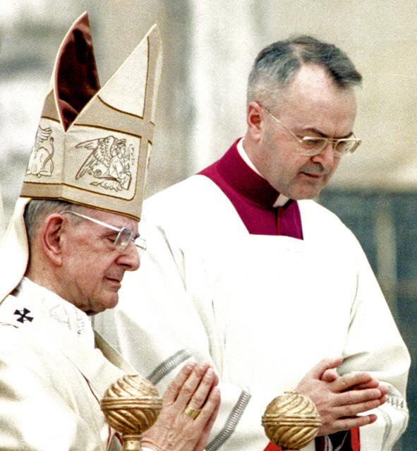 Paus Paulus VI en zijn ceremoniemeester Virgilio Noè