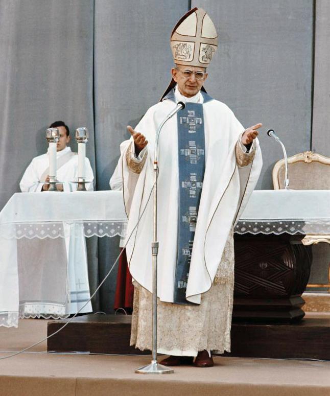 Paus Paulus VI in sobere liturgische kledij