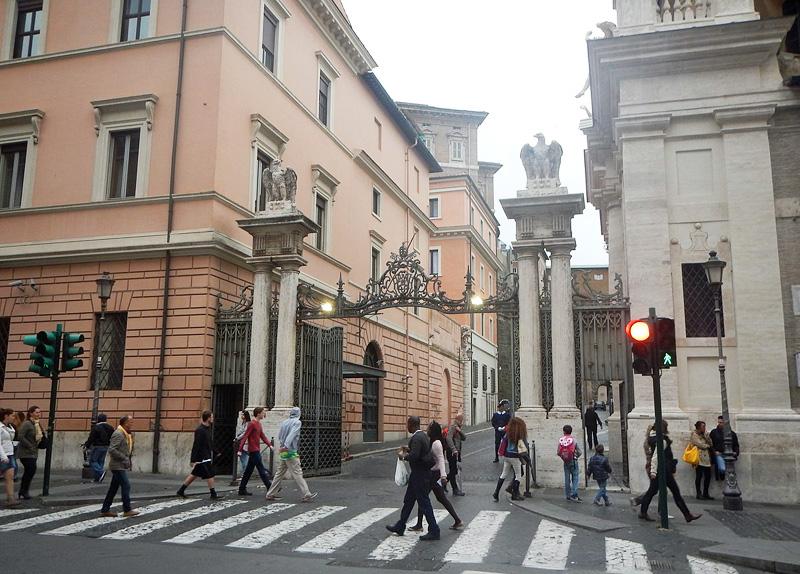 De Sint Anna-poort van Vaticaanstad