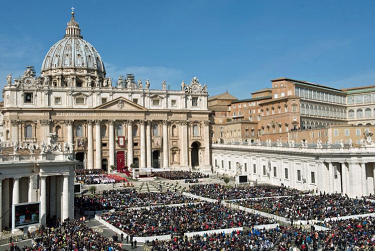 De Sint-Pietersbasiliek en het Apostolisch Paleis in Rome