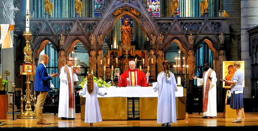 Eucharistieviering in de kathedraal van Ieper